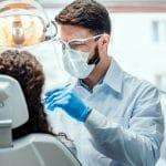 Chirurgien-dentiste: salaire, formation et compétences