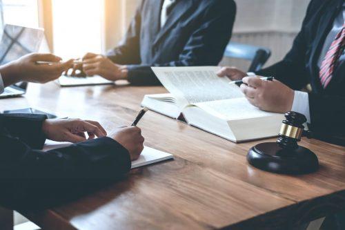 Signature de contrat en témoin d'un juriste